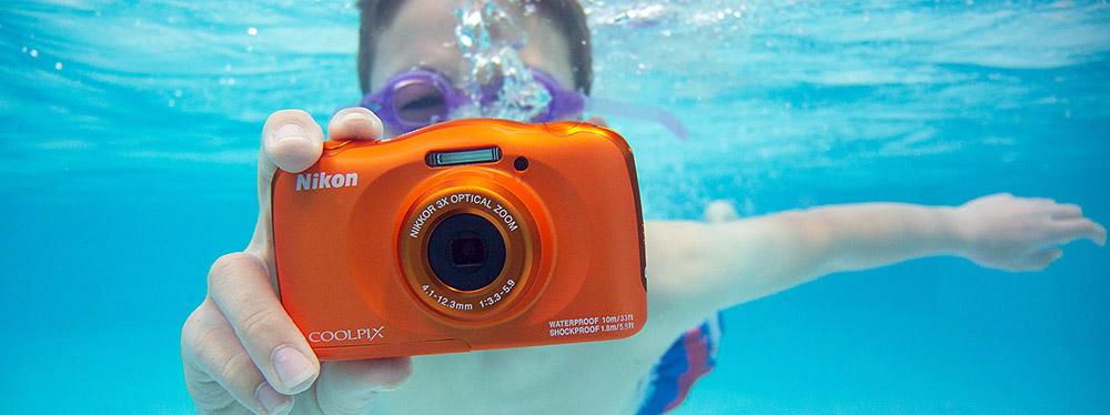 fotoaparat Nikon vo vode