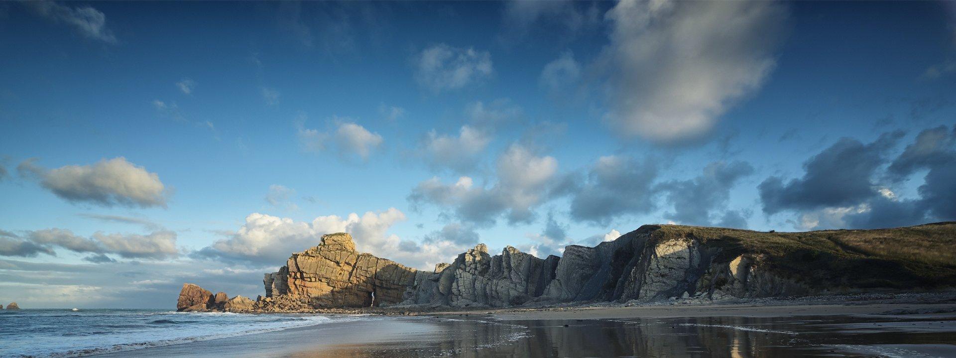 pláž a skaly
