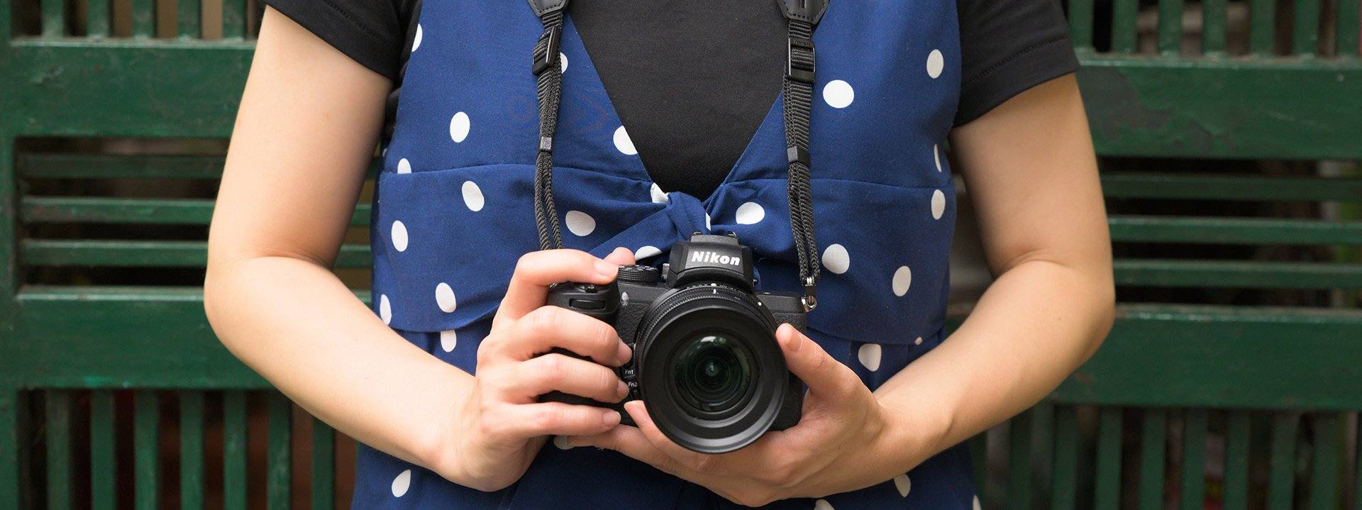 fotoaparát v ruke
