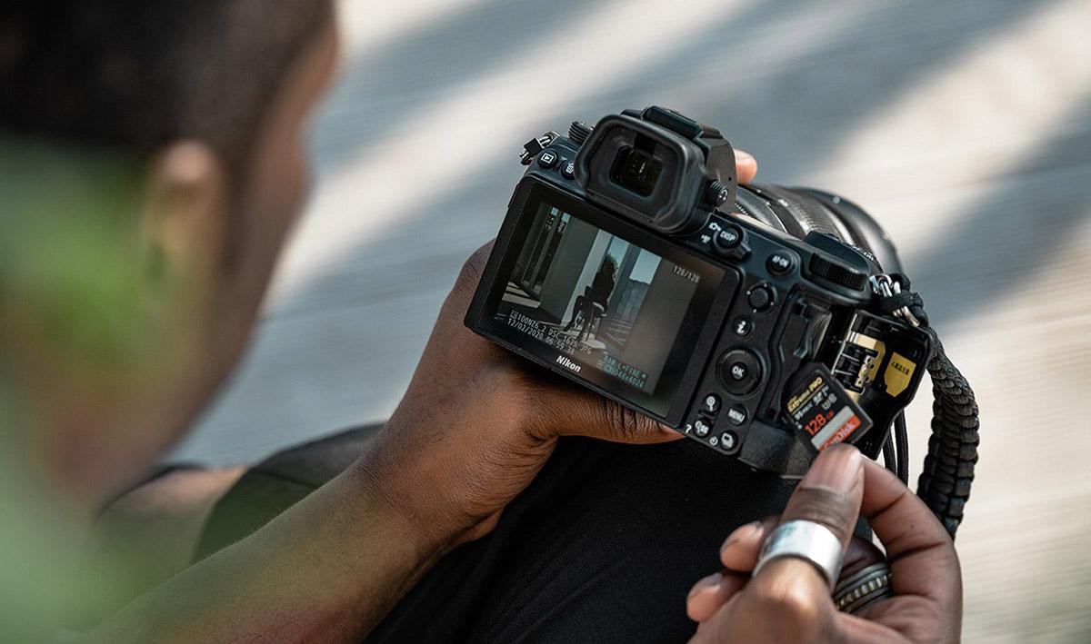Nikon Z6 v ruke