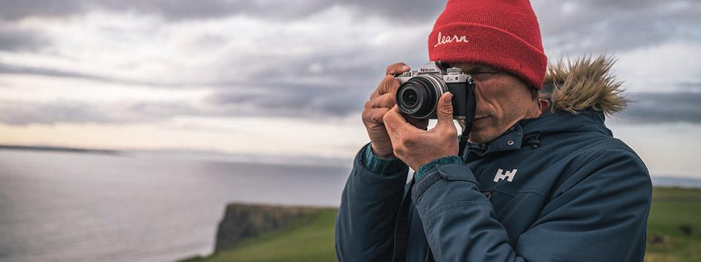 fotograf s fotoaparatom nikon z fc