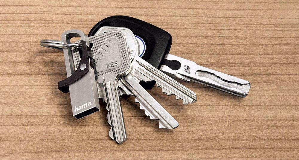 usb kľúč na klúčoch
